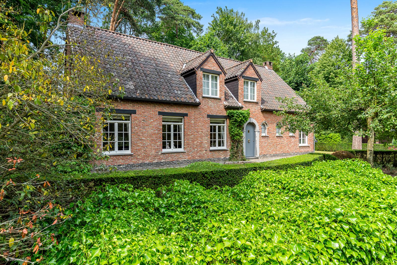 Charmante villa op toplocatie in Wijnegem met prachtige tuin.  afbeelding 1