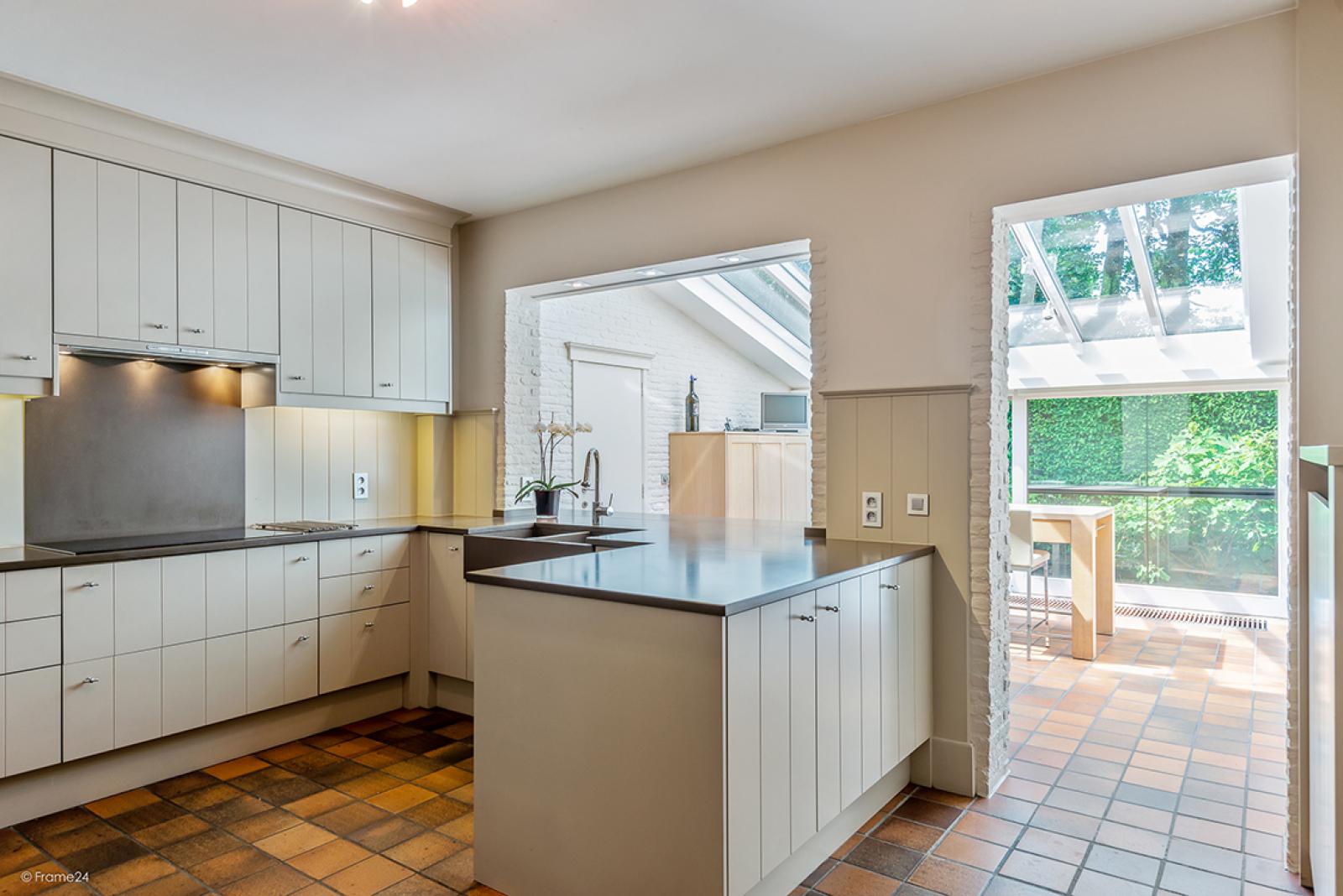 Charmante villa op toplocatie in Wijnegem met prachtige tuin.  afbeelding 7