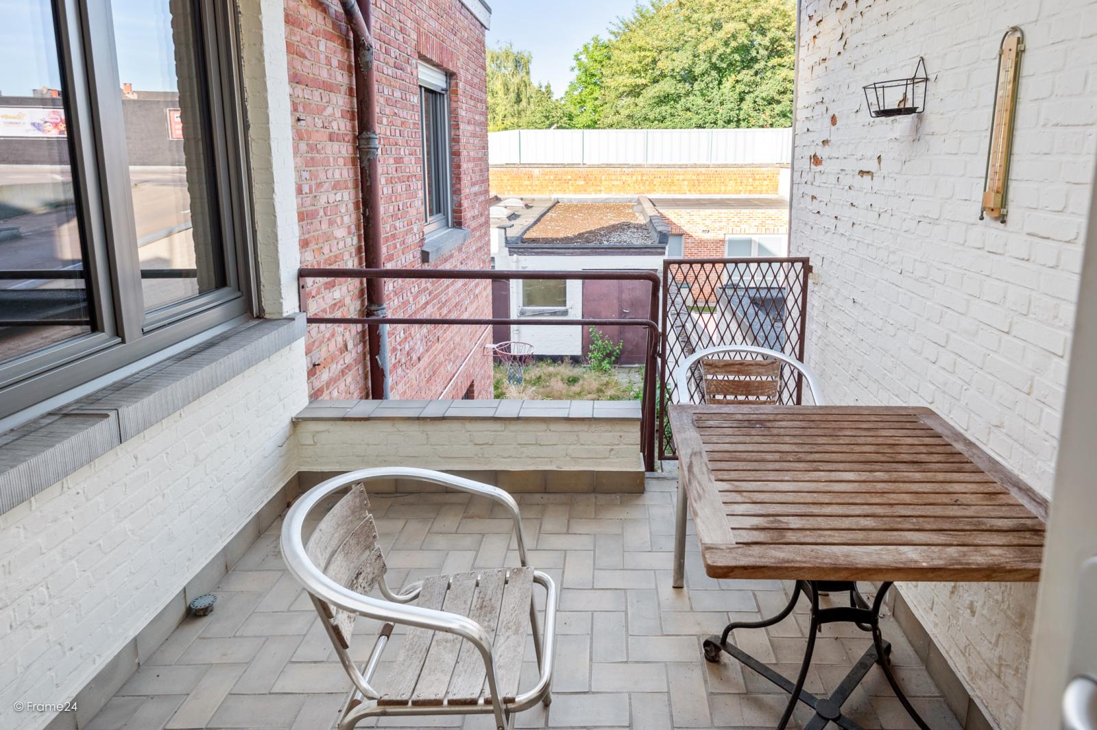 Te renoveren ééngezinswoning met 4 slaapkamers op centrale locatie te Wijnegem! afbeelding 4