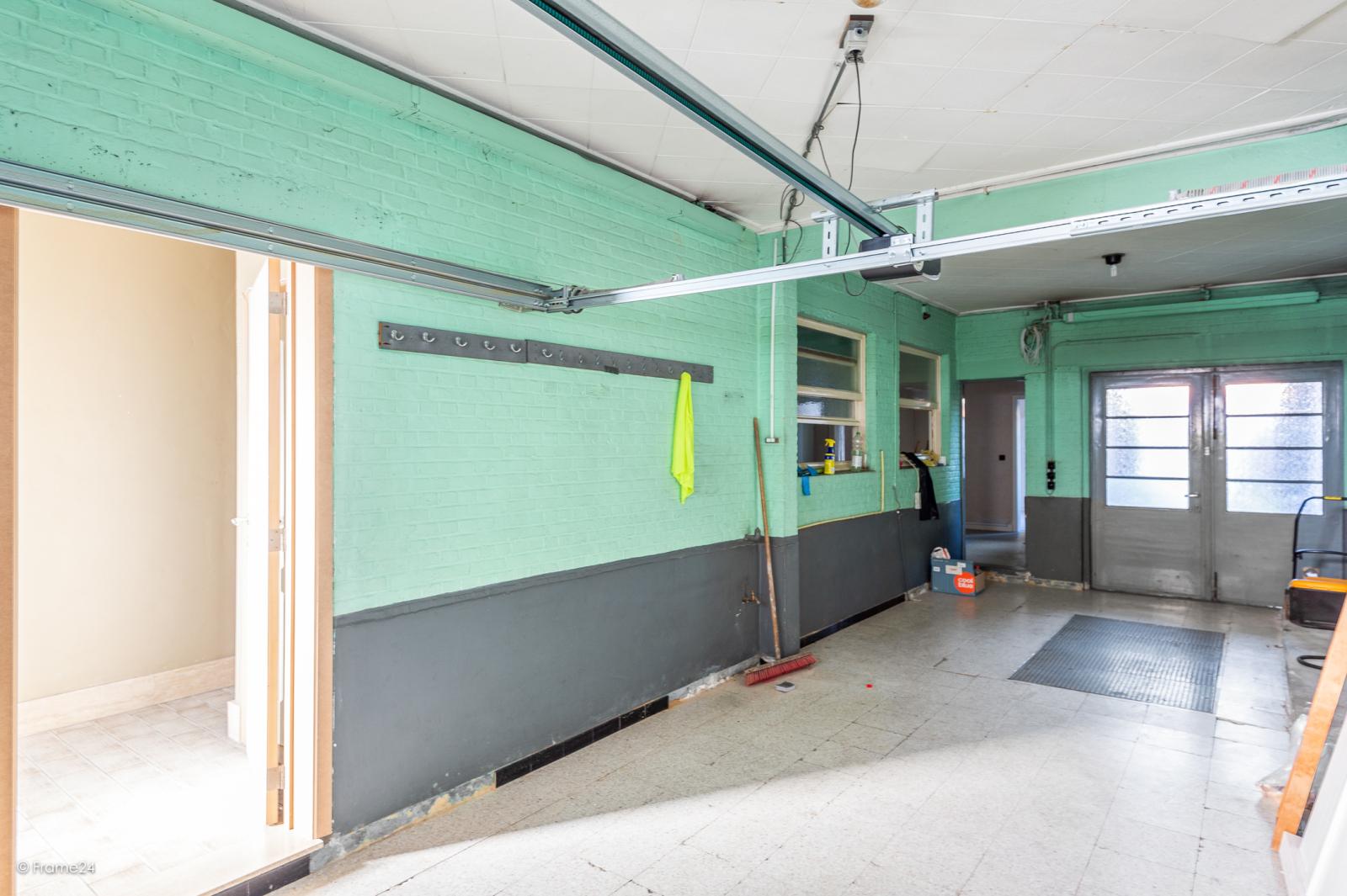 Te renoveren ééngezinswoning met 4 slaapkamers op centrale locatie te Wijnegem! afbeelding 14