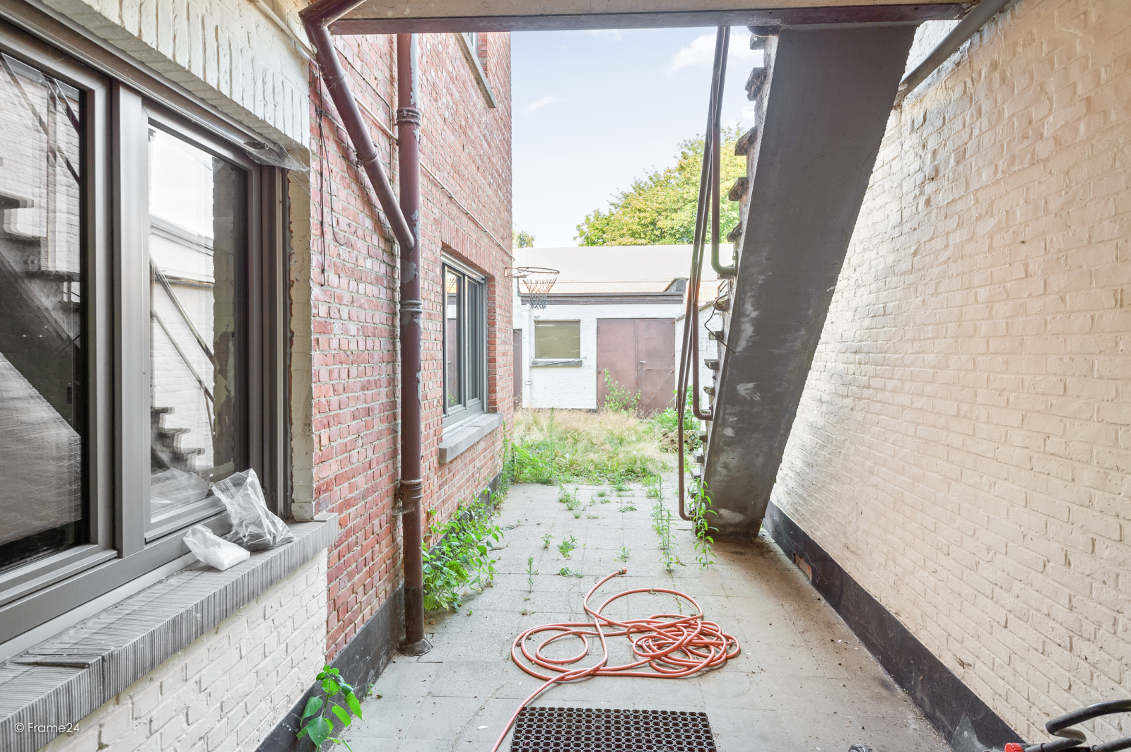 Te renoveren ééngezinswoning met 4 slaapkamers op centrale locatie te Wijnegem! afbeelding 11