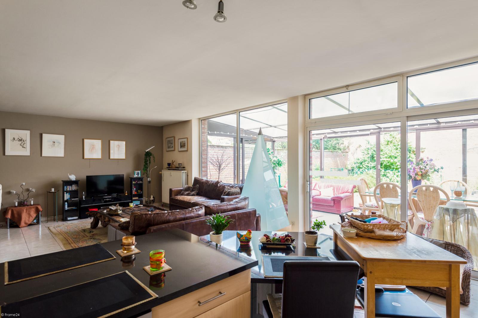 Riant gelijkvloers appartement met aparte studio en gezellige tuin te Deurne-Zuid! afbeelding 3