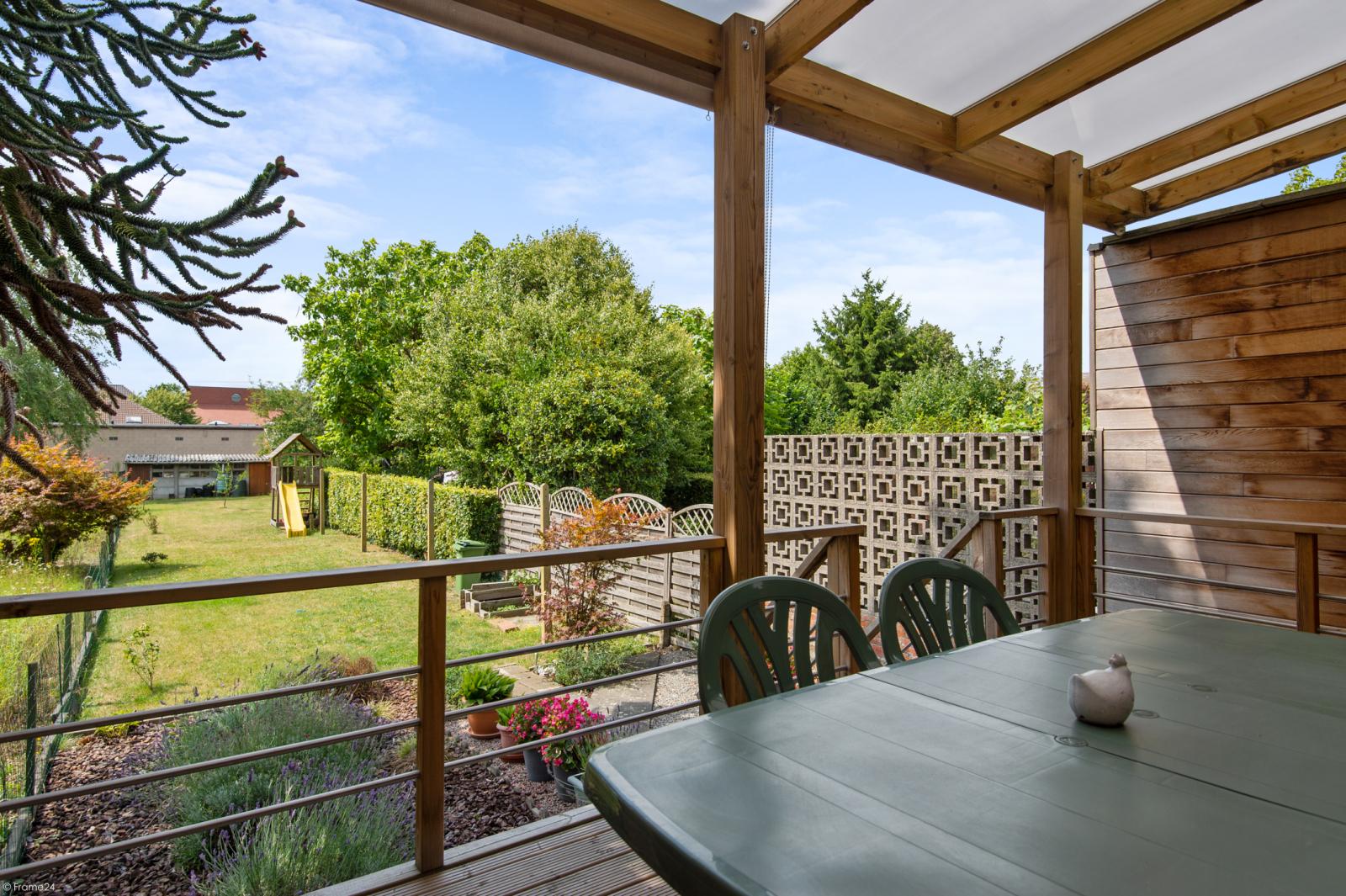 Ruime en instapklare eengezinswoning (160m²) met zonnige tuin te Wijnegem! afbeelding 2