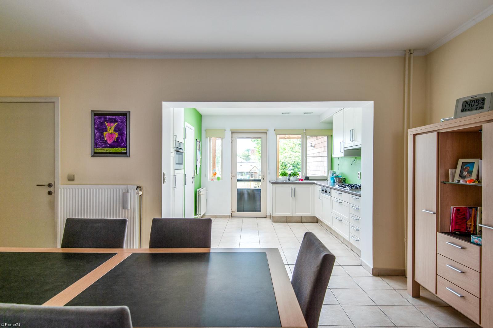 Ruime en instapklare eengezinswoning (160m²) met zonnige tuin te Wijnegem! afbeelding 3