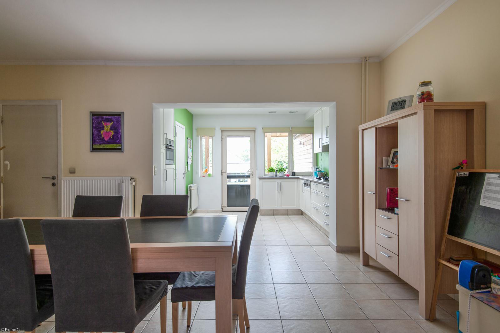 Ruime en instapklare eengezinswoning (160m²) met zonnige tuin te Wijnegem! afbeelding 8