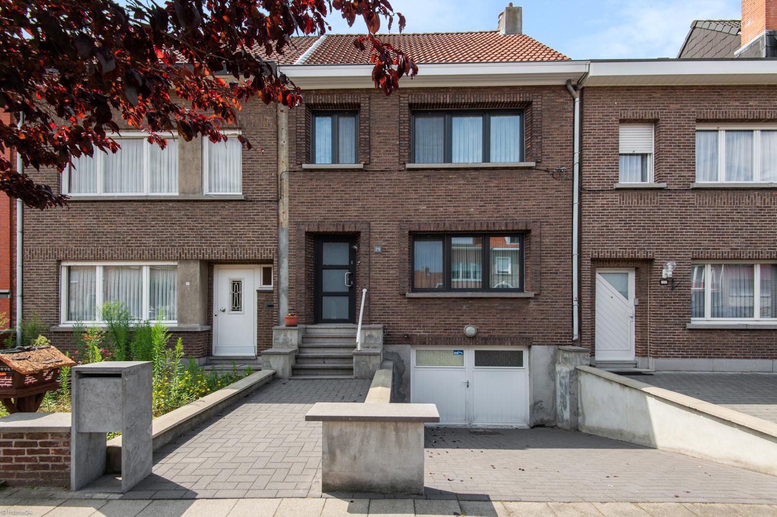 Ruime en instapklare eengezinswoning (160m²) met zonnige tuin te Wijnegem! afbeelding 1