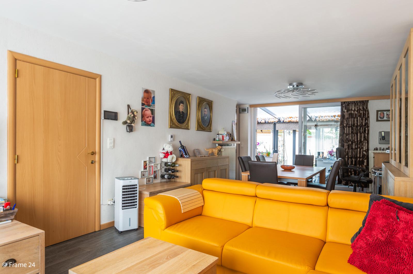 Ruime halfopen woning met 5 slaapkamers, garage en leuke tuin te Wijnegem! afbeelding 2