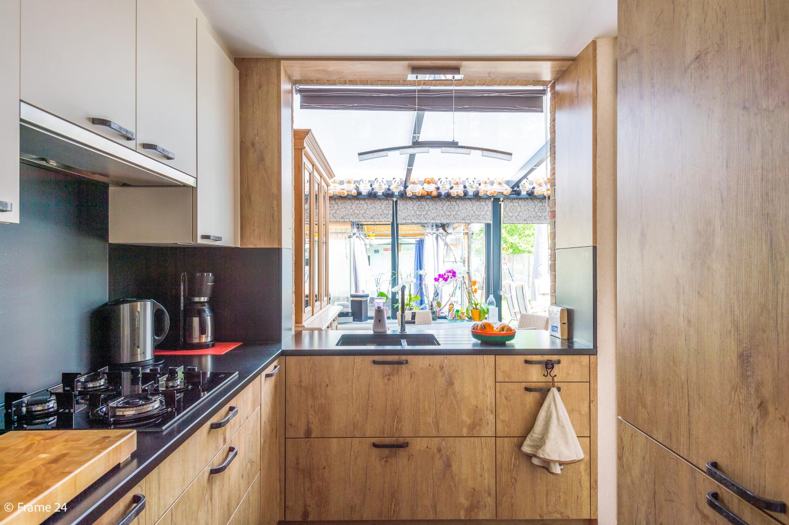 Ruime halfopen woning met 5 slaapkamers, garage en leuke tuin te Wijnegem! afbeelding 8