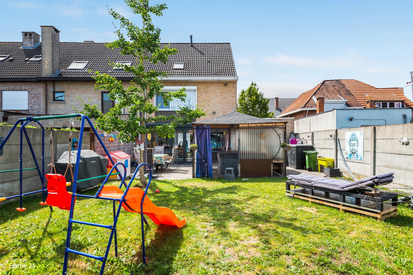 Ruime halfopen woning met 5 slaapkamers, garage en leuke tuin te Wijnegem! afbeelding 15