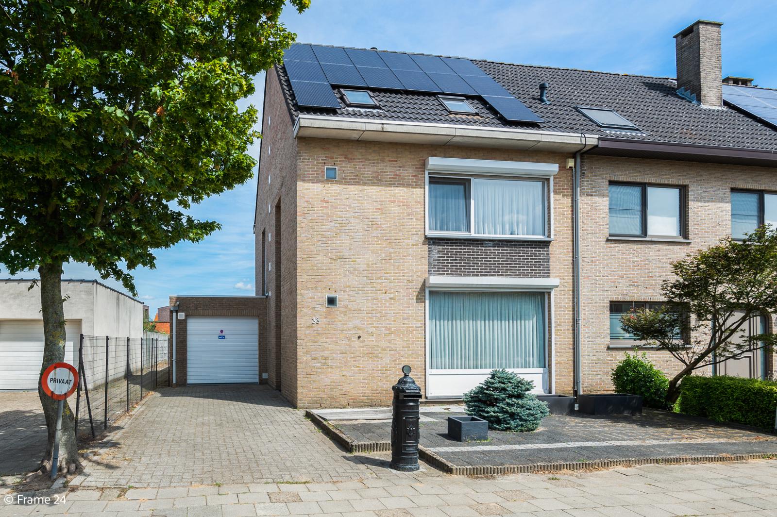Ruime halfopen woning met 5 slaapkamers, garage en leuke tuin te Wijnegem! afbeelding 1