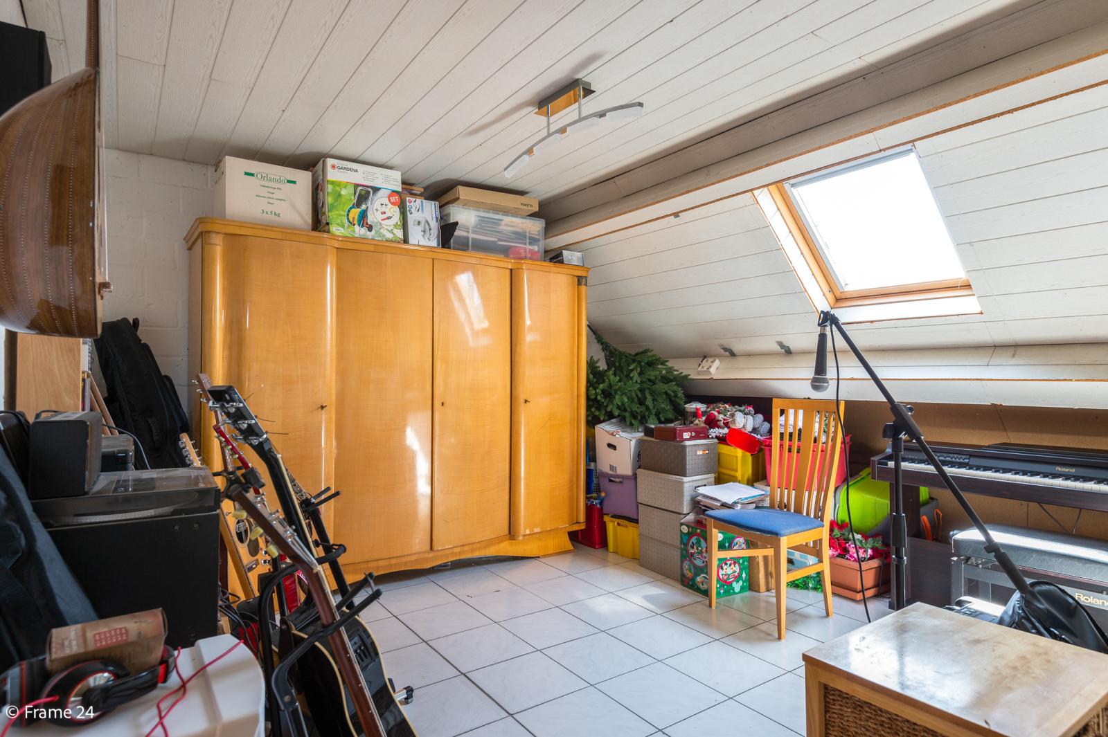 Ruime halfopen woning met 5 slaapkamers, garage en leuke tuin te Wijnegem! afbeelding 21