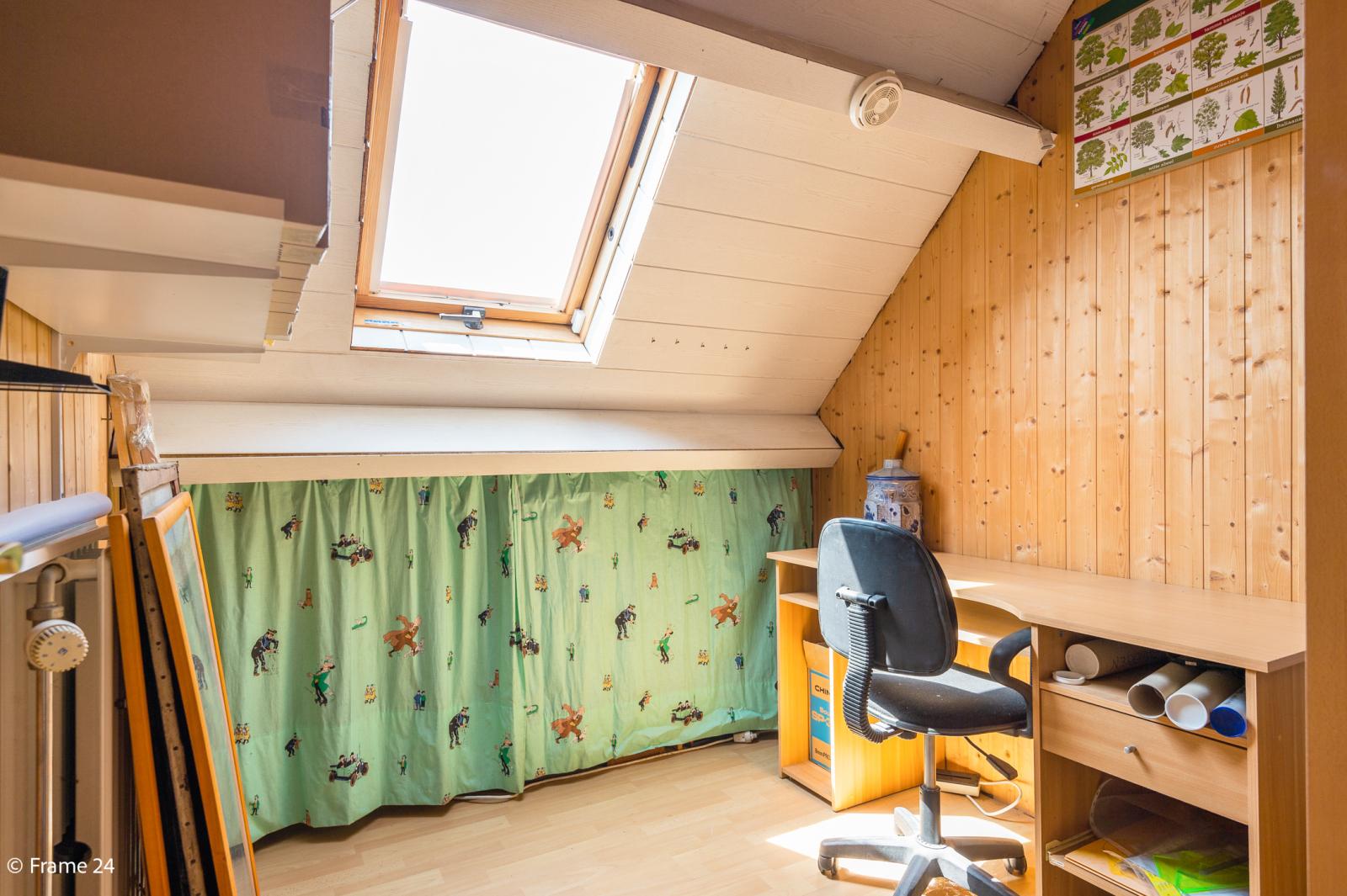 Ruime halfopen woning met 5 slaapkamers, garage en leuke tuin te Wijnegem! afbeelding 23