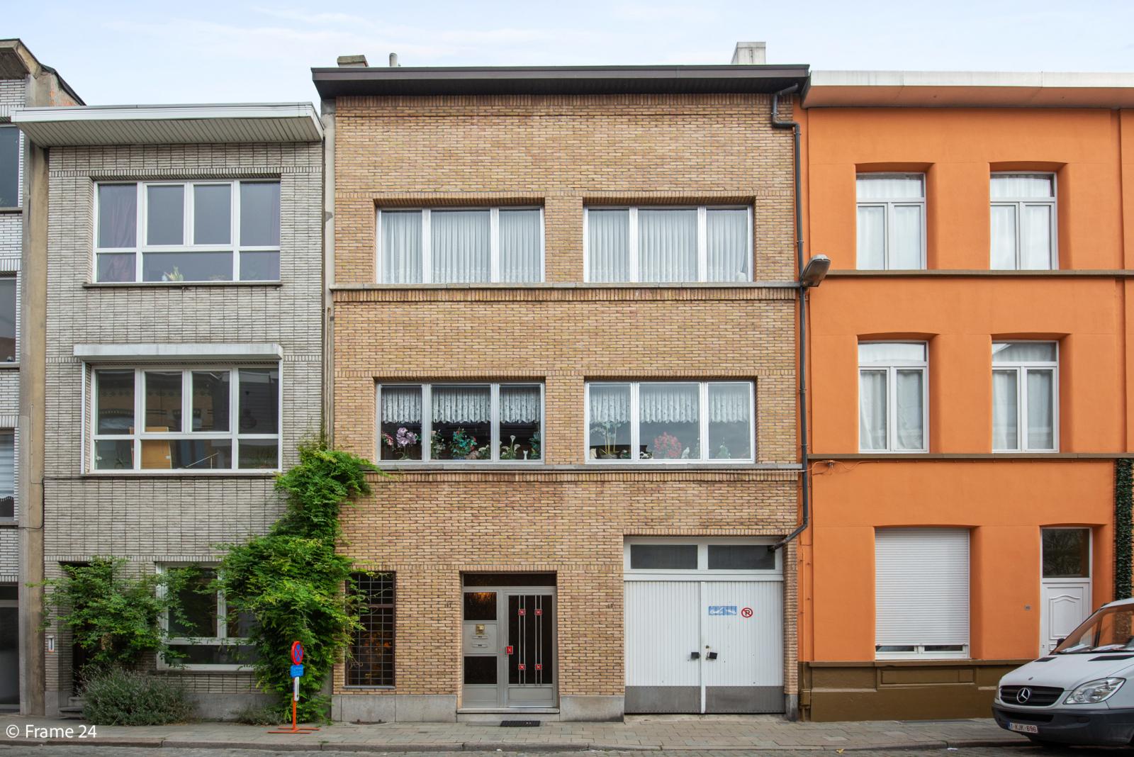 Uitzonderlijke woning met (220m²) met garage én magazijn (161m²) nabij Park Spoort Noord! afbeelding 1