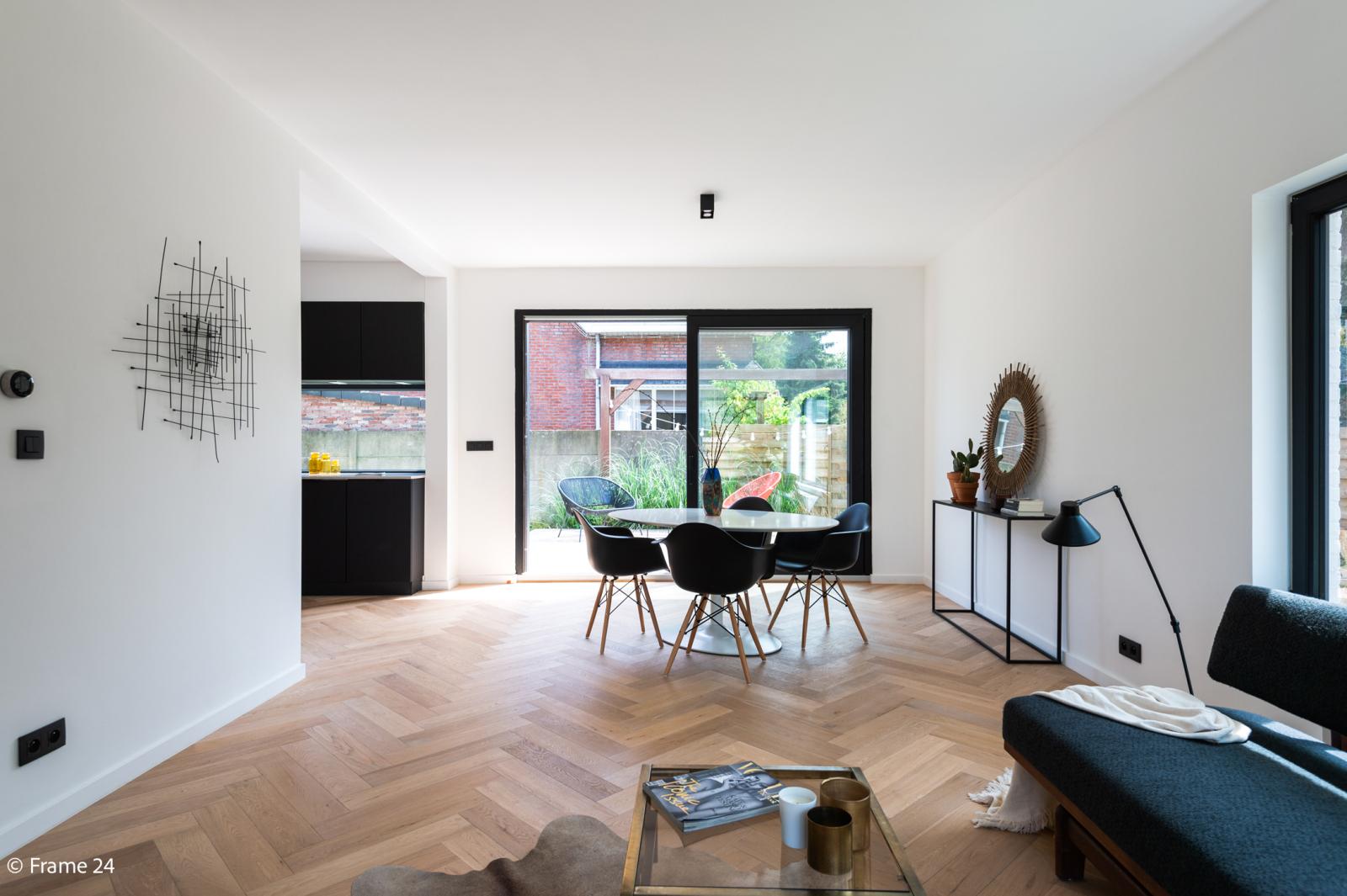 Nieuwe, vrijstaande woning in Wijnegem met hoogwaardige afwerking afbeelding 1