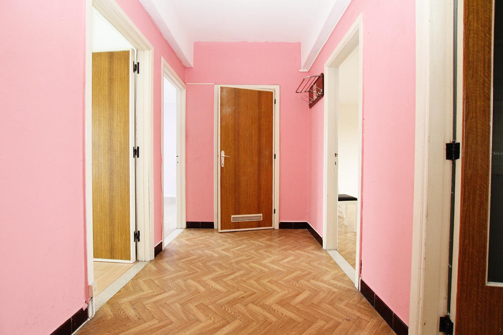 Te renoveren appartement met twee slaapkamers op centrale locatie te Merksem! afbeelding 2