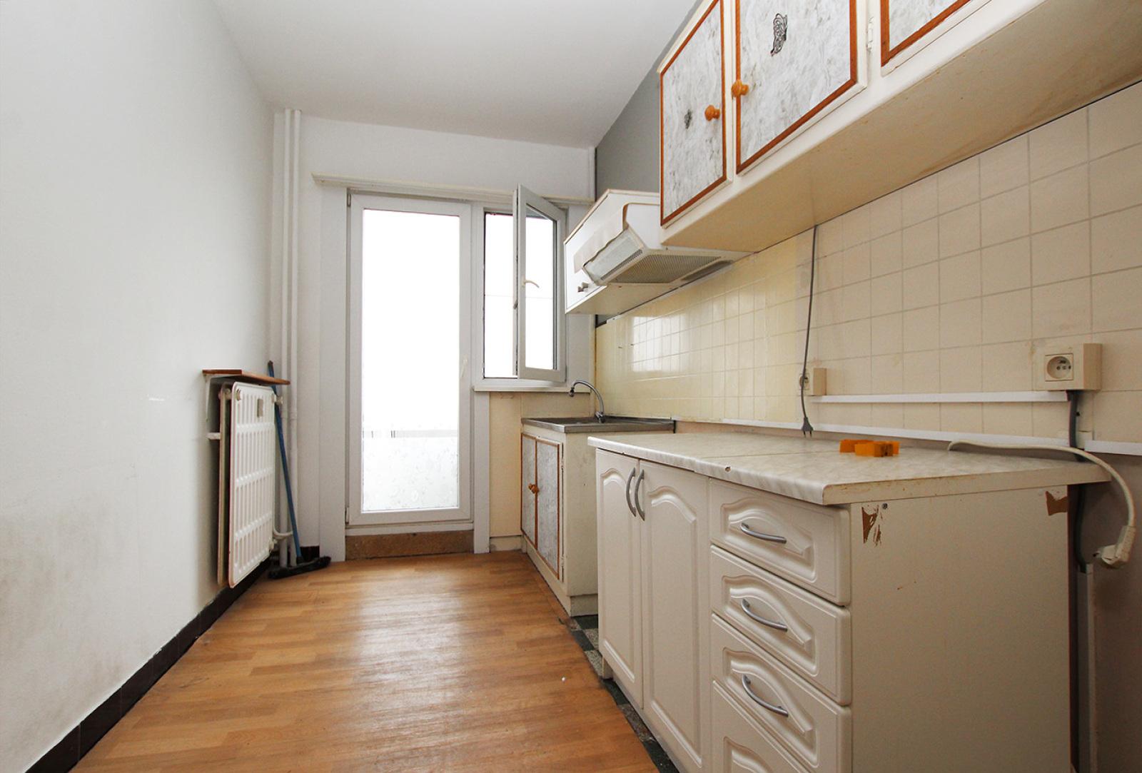 Te renoveren appartement met twee slaapkamers op centrale locatie te Merksem! afbeelding 4