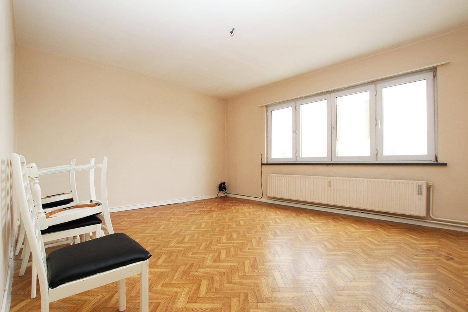 Te renoveren appartement met twee slaapkamers op centrale locatie te Merksem! afbeelding 3