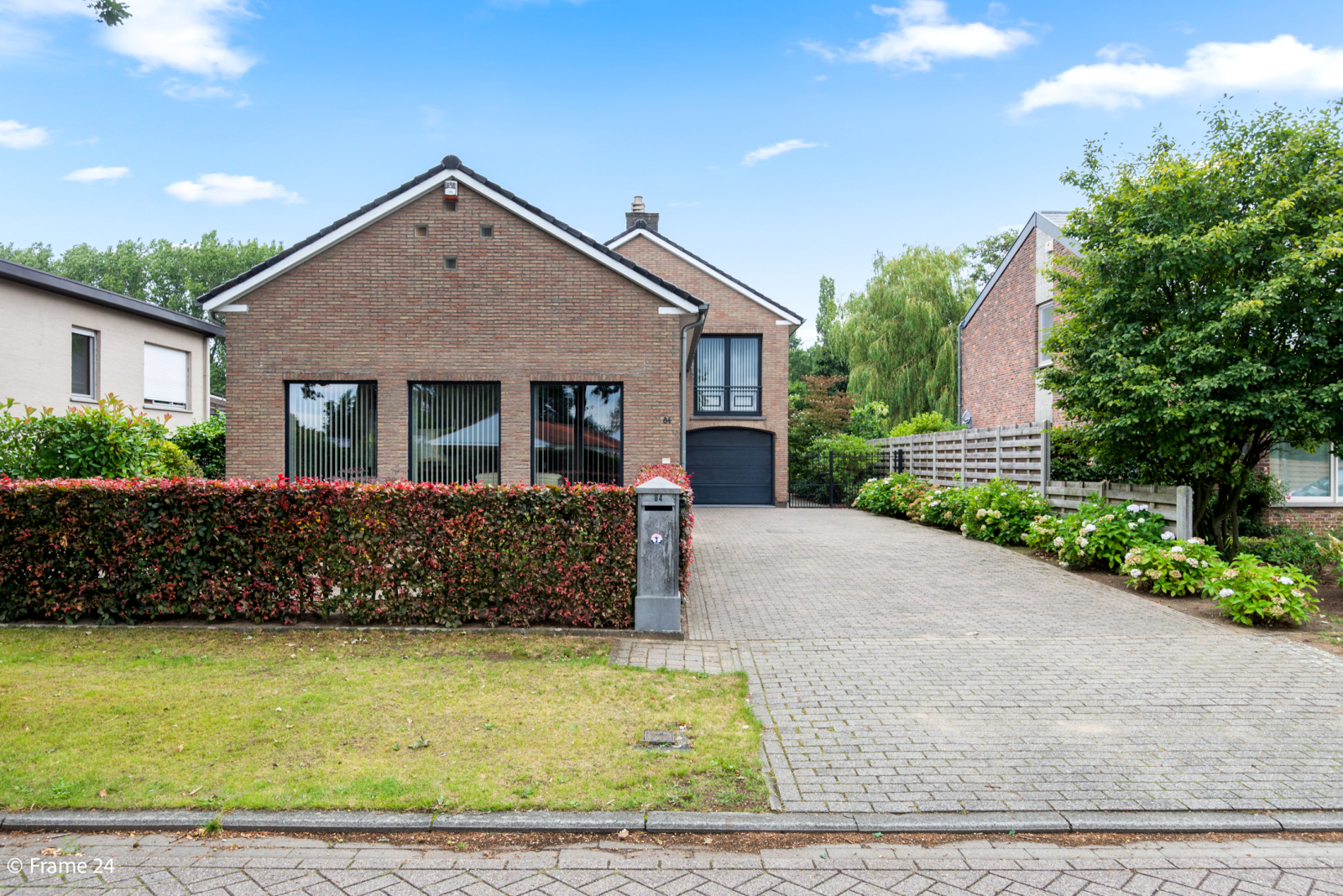 Ruime instapklare woning op wandelafstand van park Vrieselhof te Oelegem! afbeelding 1