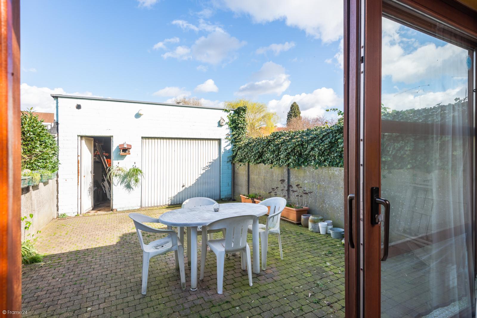 Te renoveren ruime woning met vijf slaapkamers en grote garage te Kontich! afbeelding 12