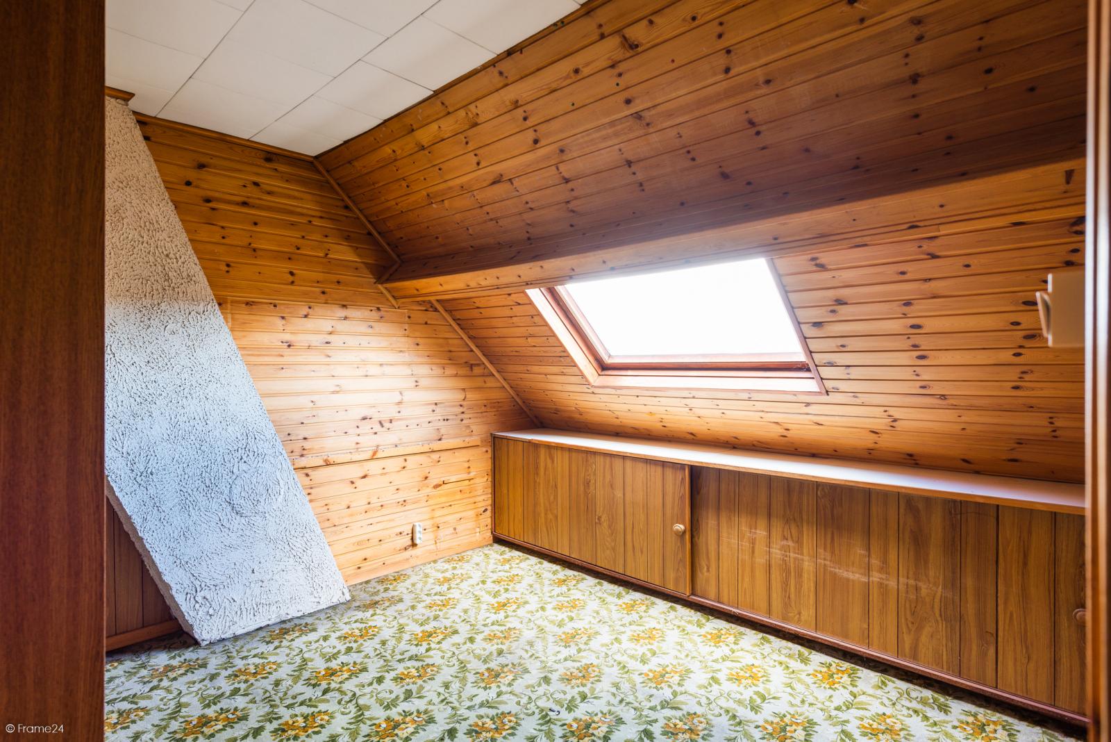 Te renoveren ruime woning met vijf slaapkamers en grote garage te Kontich! afbeelding 16