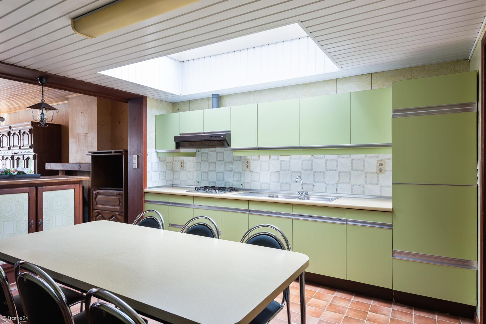 Te renoveren ruime woning met vijf slaapkamers en grote garage te Kontich! afbeelding 6