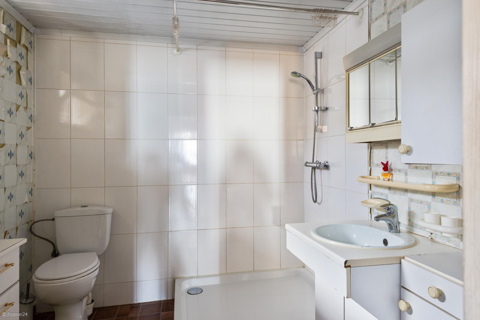 Te renoveren ruime woning met vijf slaapkamers en grote garage te Kontich! afbeelding 13