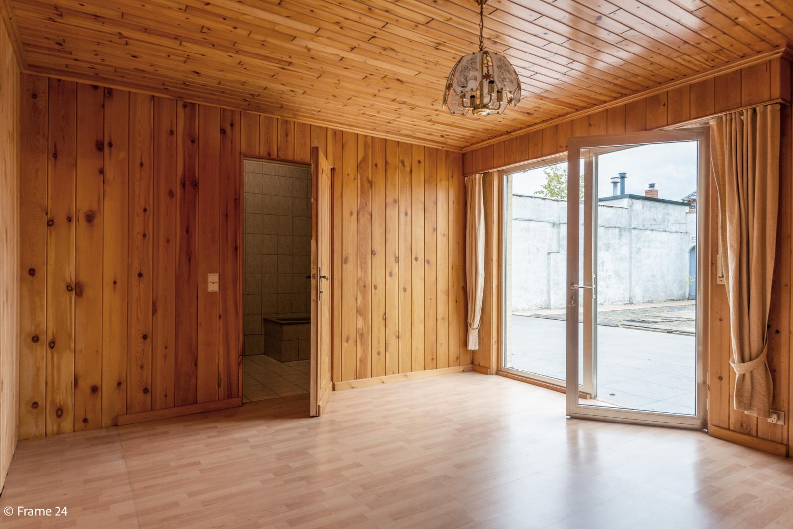 Te renoveren woning met tal van mogelijkheden in het centrum van Oelegem! afbeelding 8