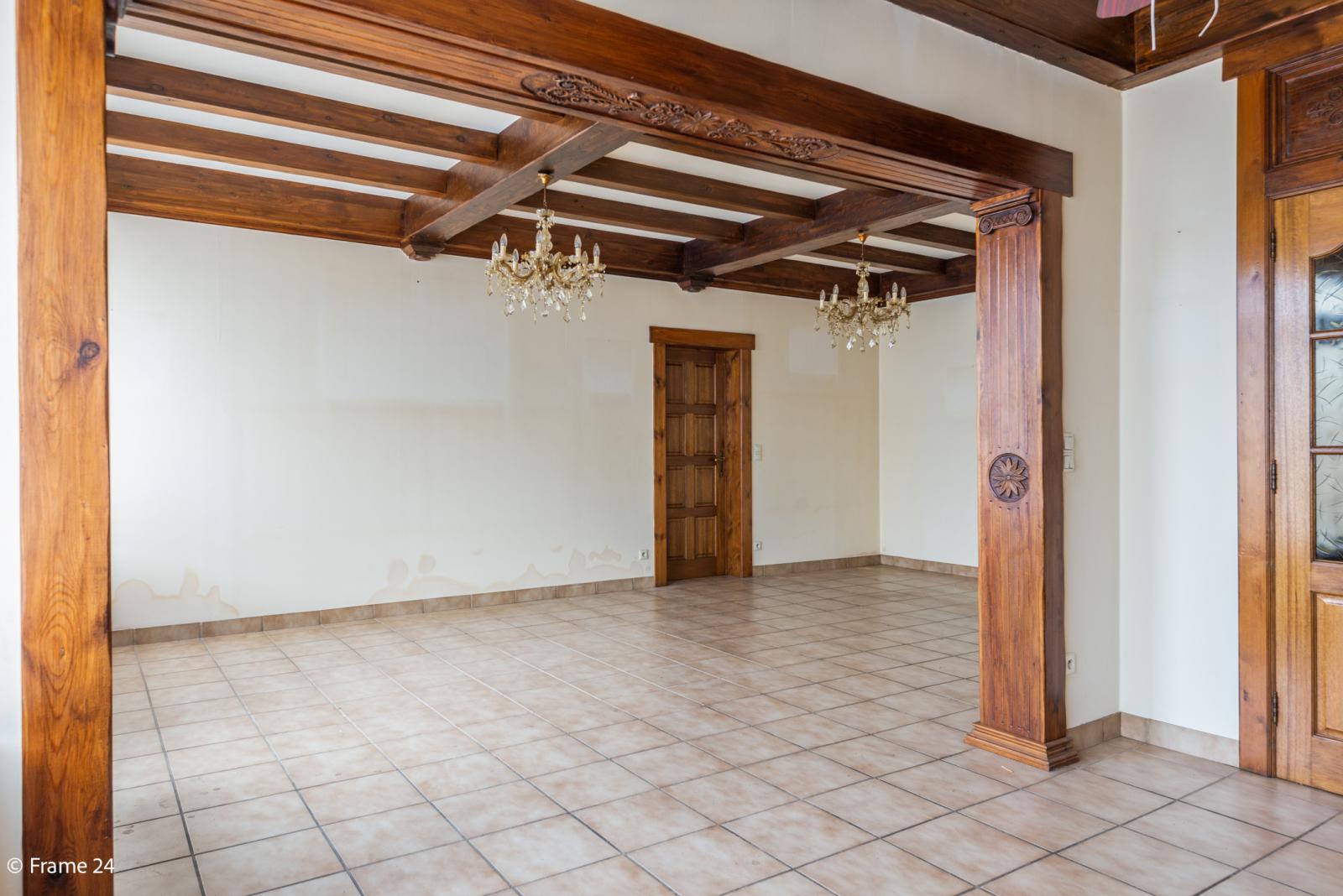 Te renoveren woning met tal van mogelijkheden in het centrum van Oelegem! afbeelding 6