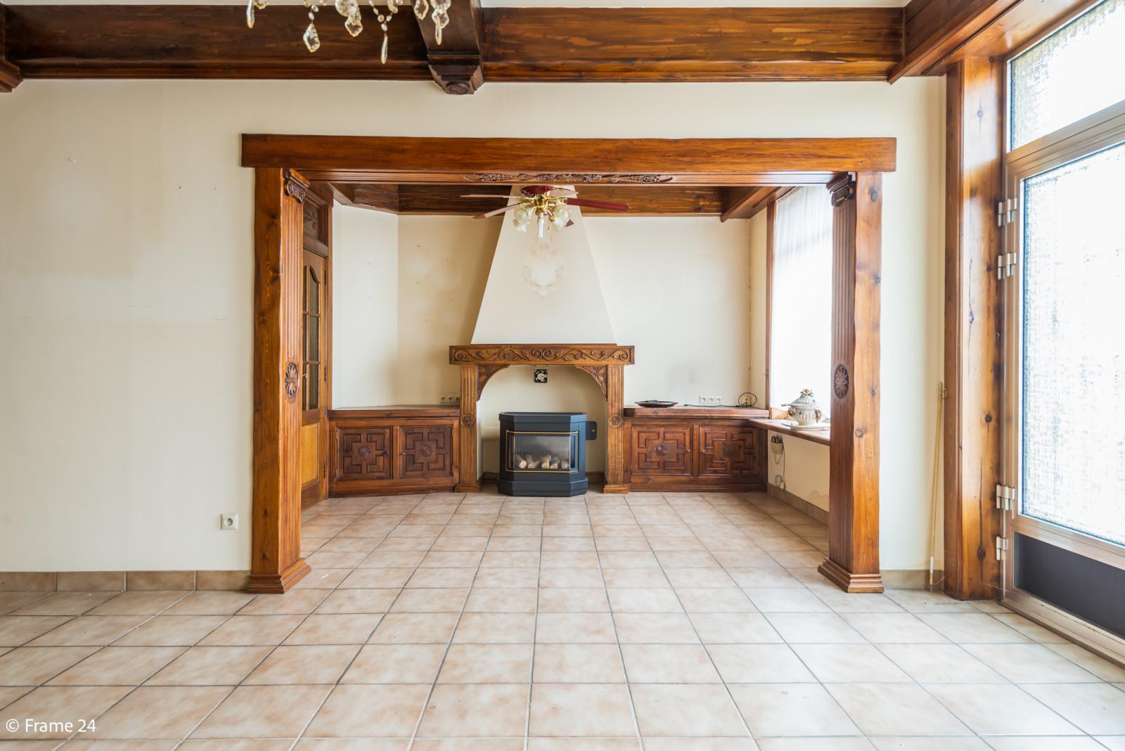 Te renoveren woning met tal van mogelijkheden in het centrum van Oelegem! afbeelding 2