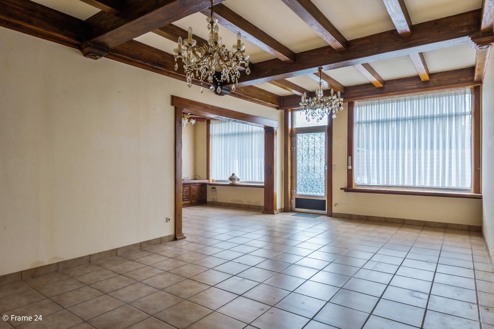 Te renoveren woning met tal van mogelijkheden in het centrum van Oelegem! afbeelding 7