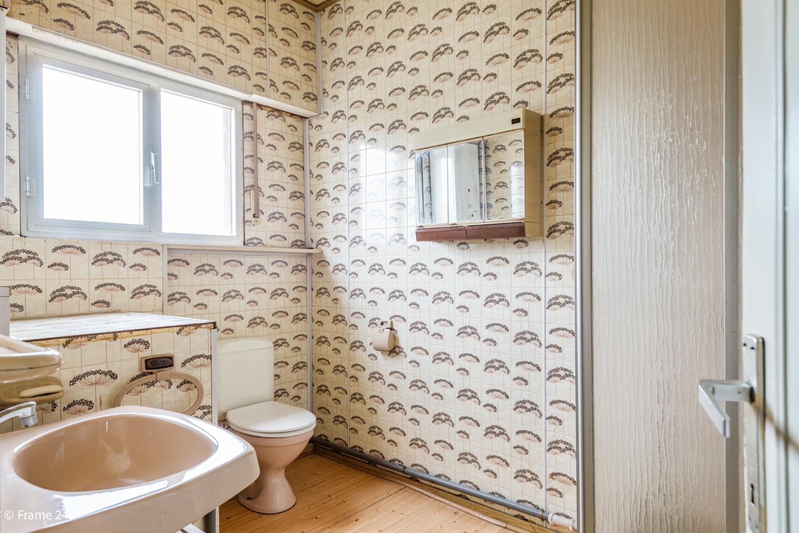Te renoveren woning met tal van mogelijkheden in het centrum van Oelegem! afbeelding 20
