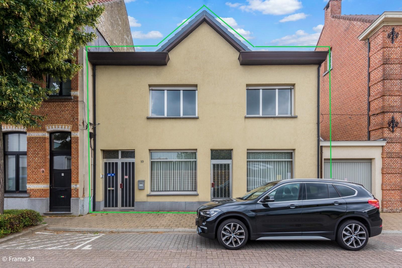 Te renoveren woning met tal van mogelijkheden in het centrum van Oelegem! afbeelding 1