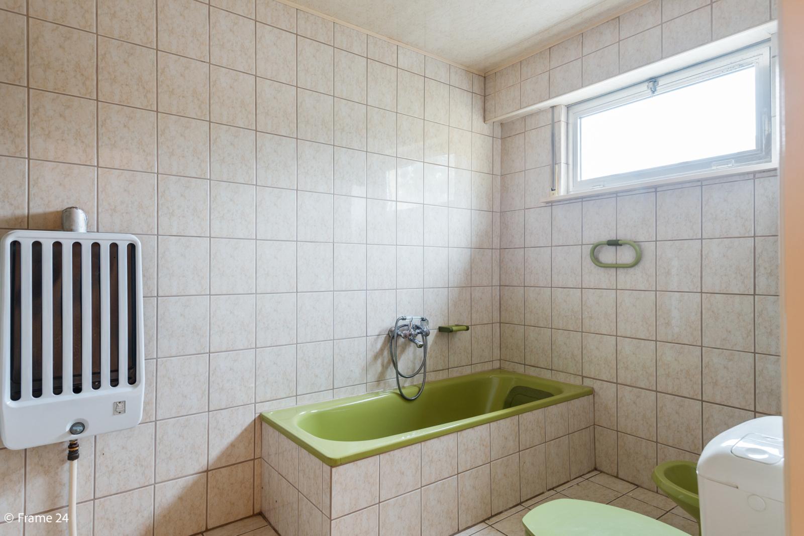 Te renoveren woning met tal van mogelijkheden in het centrum van Oelegem! afbeelding 10