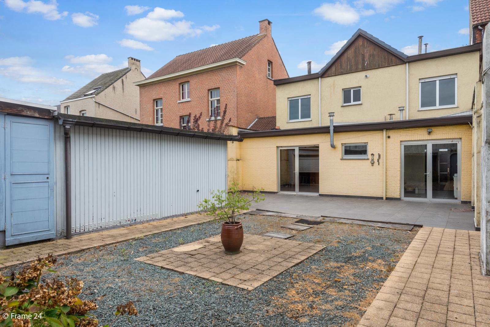 Te renoveren woning met tal van mogelijkheden in het centrum van Oelegem! afbeelding 14