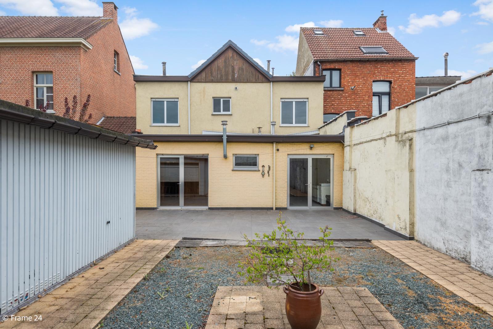 Te renoveren woning met tal van mogelijkheden in het centrum van Oelegem! afbeelding 13