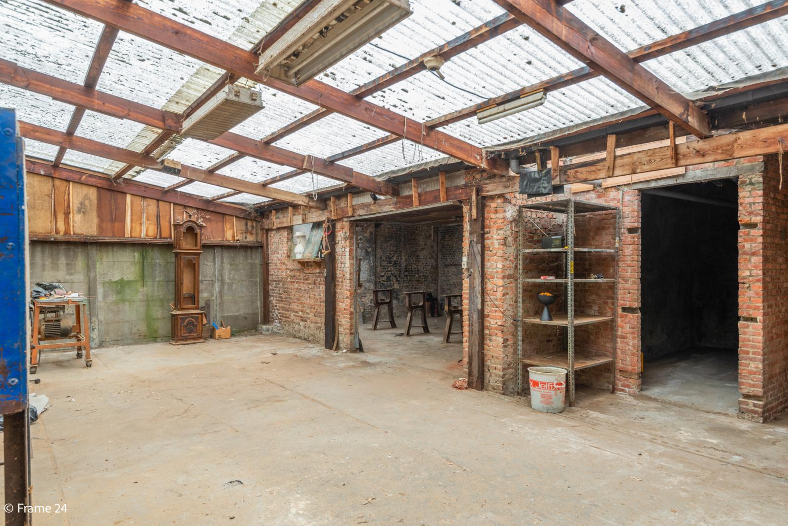 Te renoveren woning met tal van mogelijkheden in het centrum van Oelegem! afbeelding 21