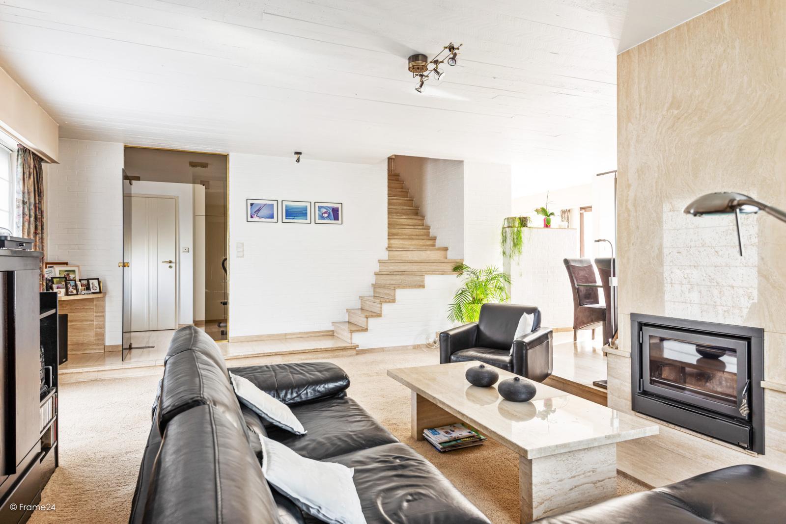 Zeer verzorgde halfopen woning met 4 slaapkamers en gelegen op een hoekperceel van 457 m²! afbeelding 3