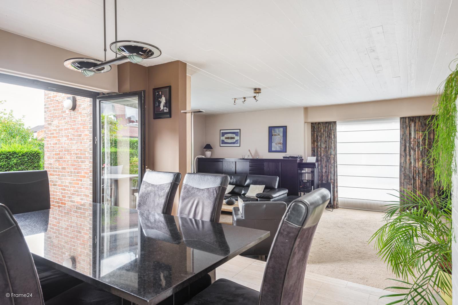 Zeer verzorgde halfopen woning met 4 slaapkamers en gelegen op een hoekperceel van 457 m²! afbeelding 7