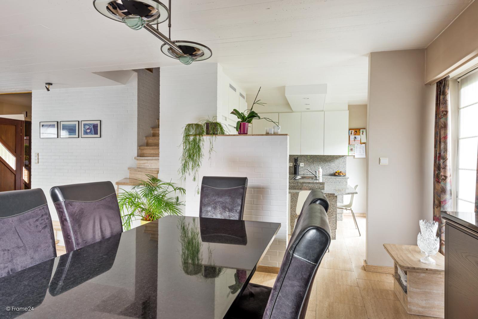 Zeer verzorgde halfopen woning met 4 slaapkamers en gelegen op een hoekperceel van 457 m²! afbeelding 9