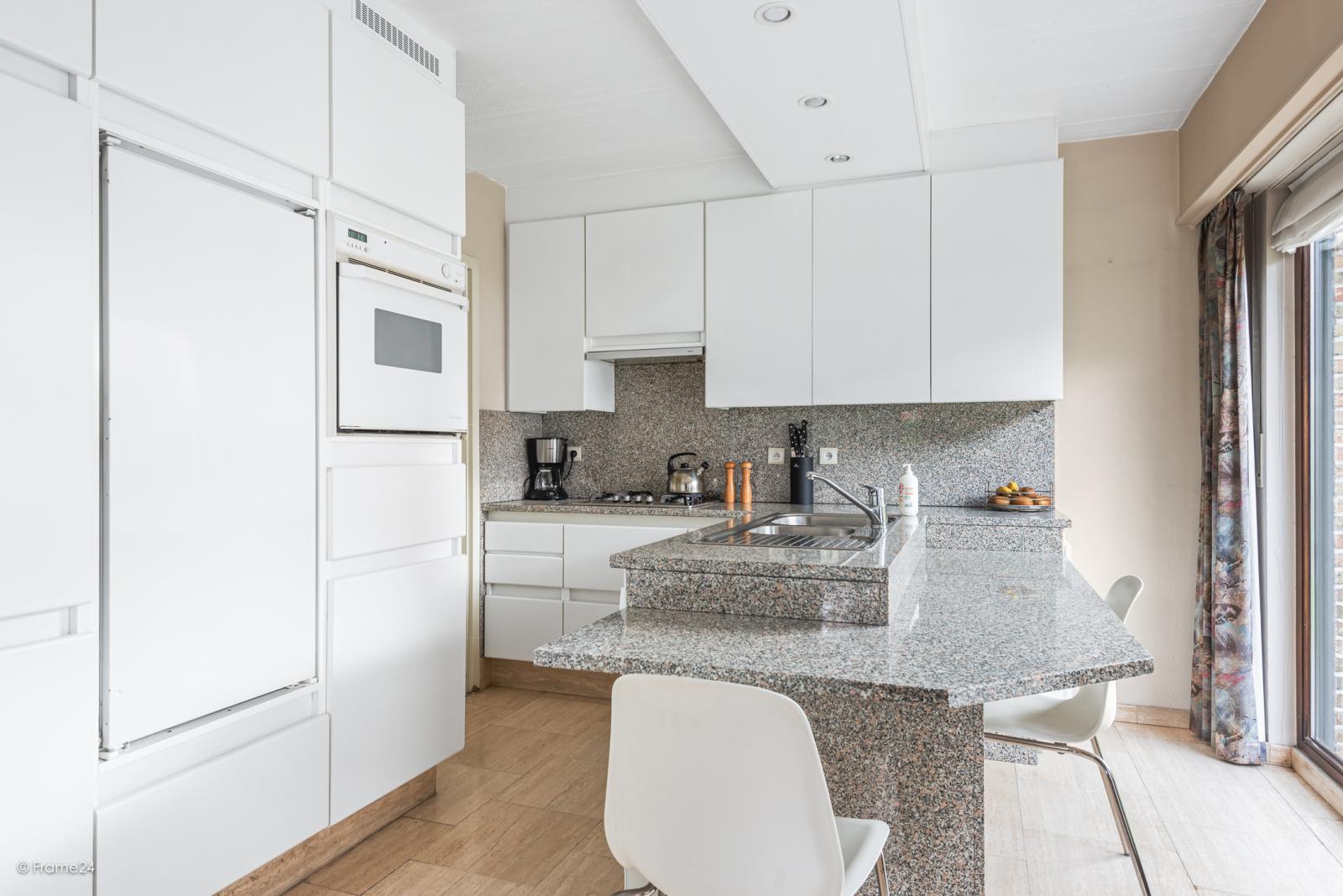 Zeer verzorgde halfopen woning met 4 slaapkamers en gelegen op een hoekperceel van 457 m²! afbeelding 10