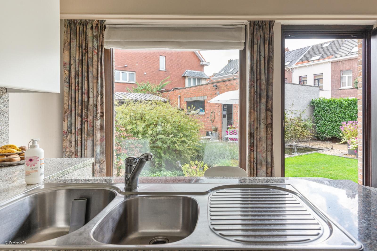 Zeer verzorgde halfopen woning met 4 slaapkamers en gelegen op een hoekperceel van 457 m²! afbeelding 13