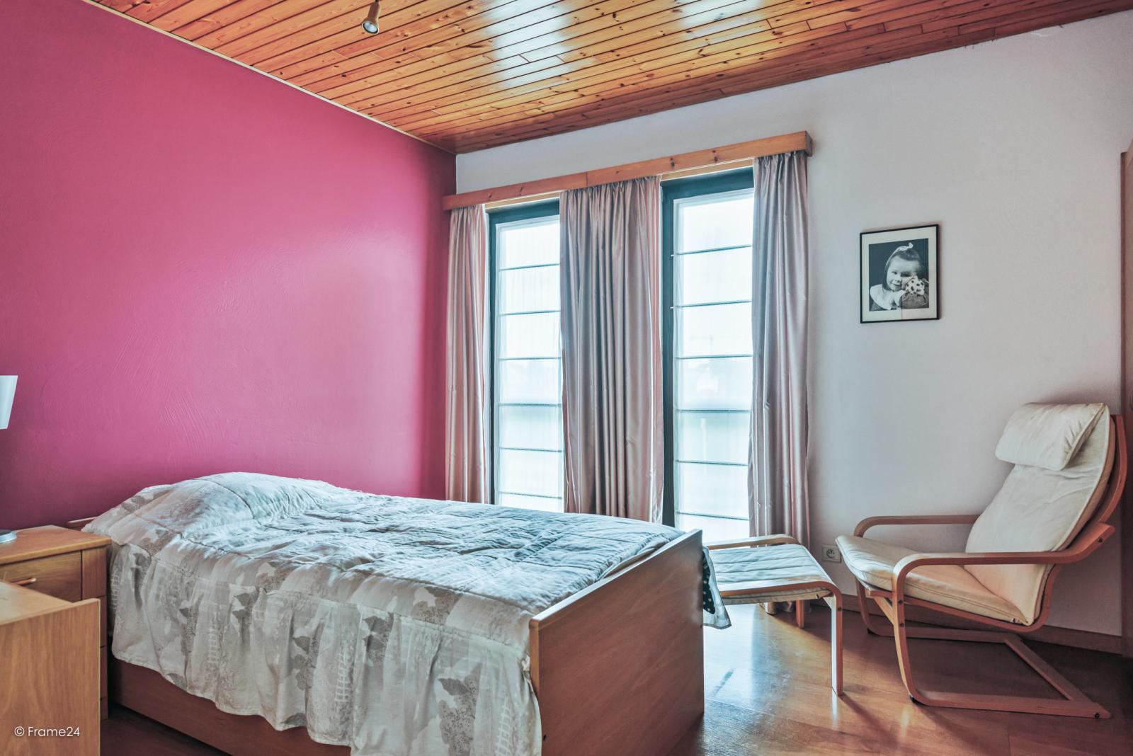 Zeer verzorgde halfopen woning met 4 slaapkamers en gelegen op een hoekperceel van 457 m²! afbeelding 15