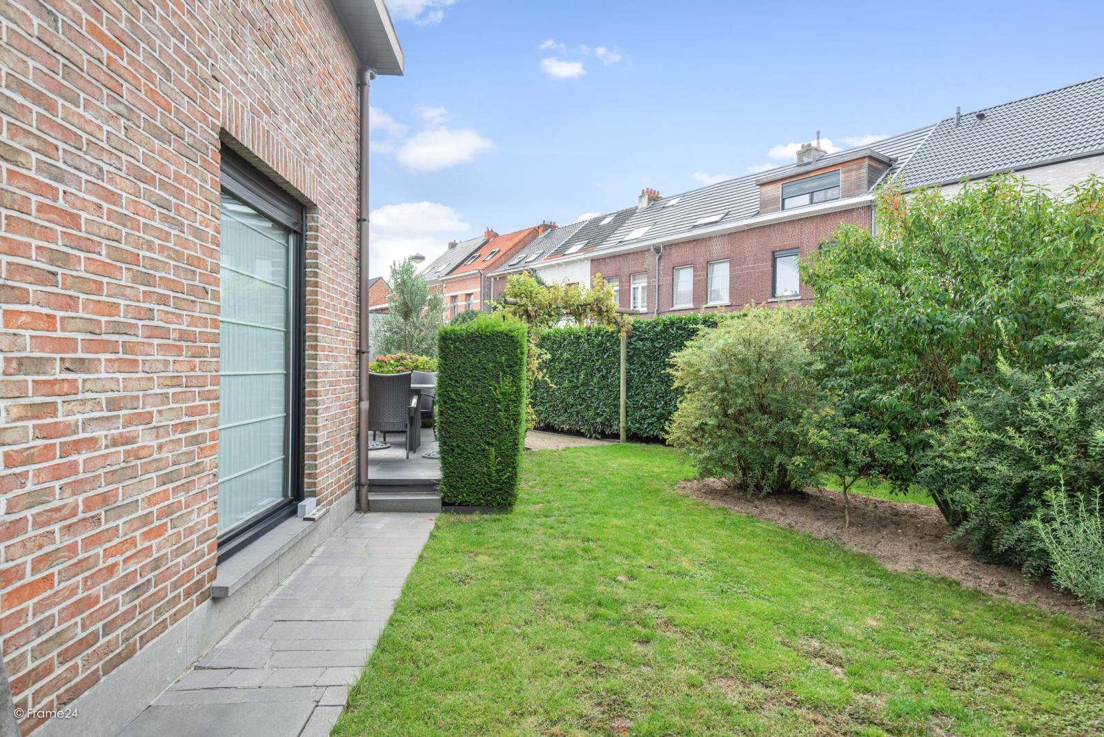 Zeer verzorgde halfopen woning met 4 slaapkamers en gelegen op een hoekperceel van 457 m²! afbeelding 25