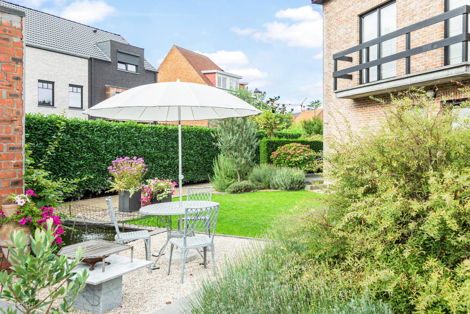 Zeer verzorgde halfopen woning met 4 slaapkamers en gelegen op een hoekperceel van 457 m²! afbeelding 2