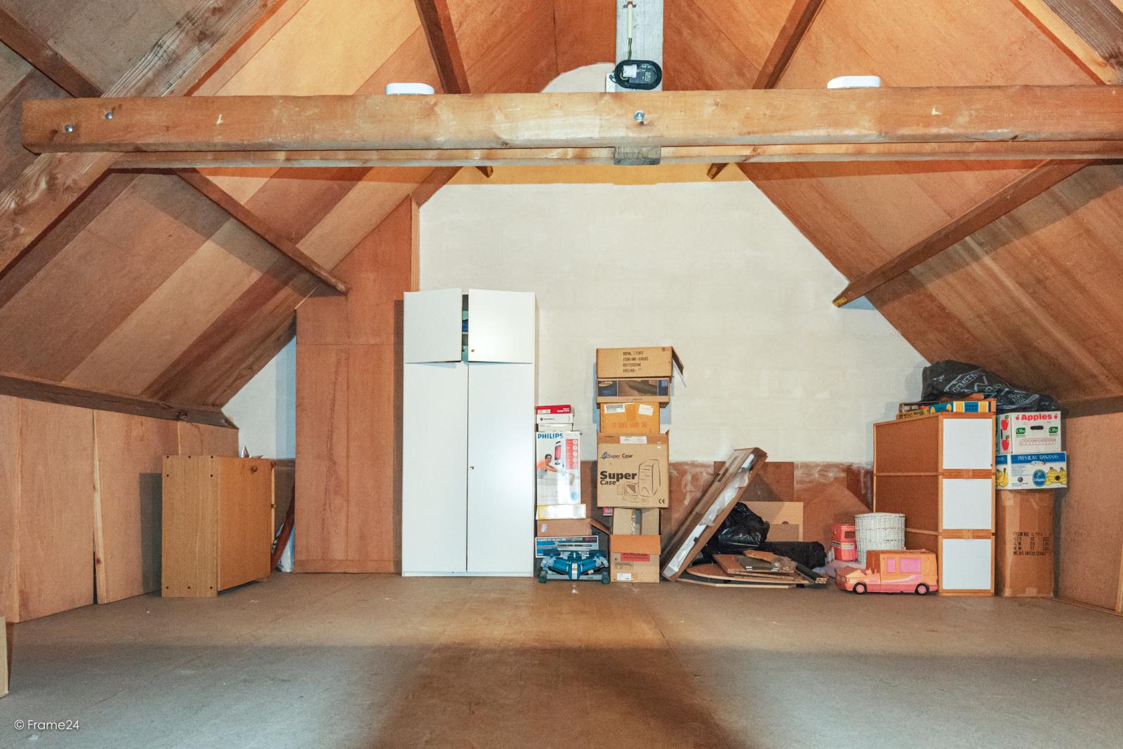 Zeer verzorgde halfopen woning met 4 slaapkamers en gelegen op een hoekperceel van 457 m²! afbeelding 28