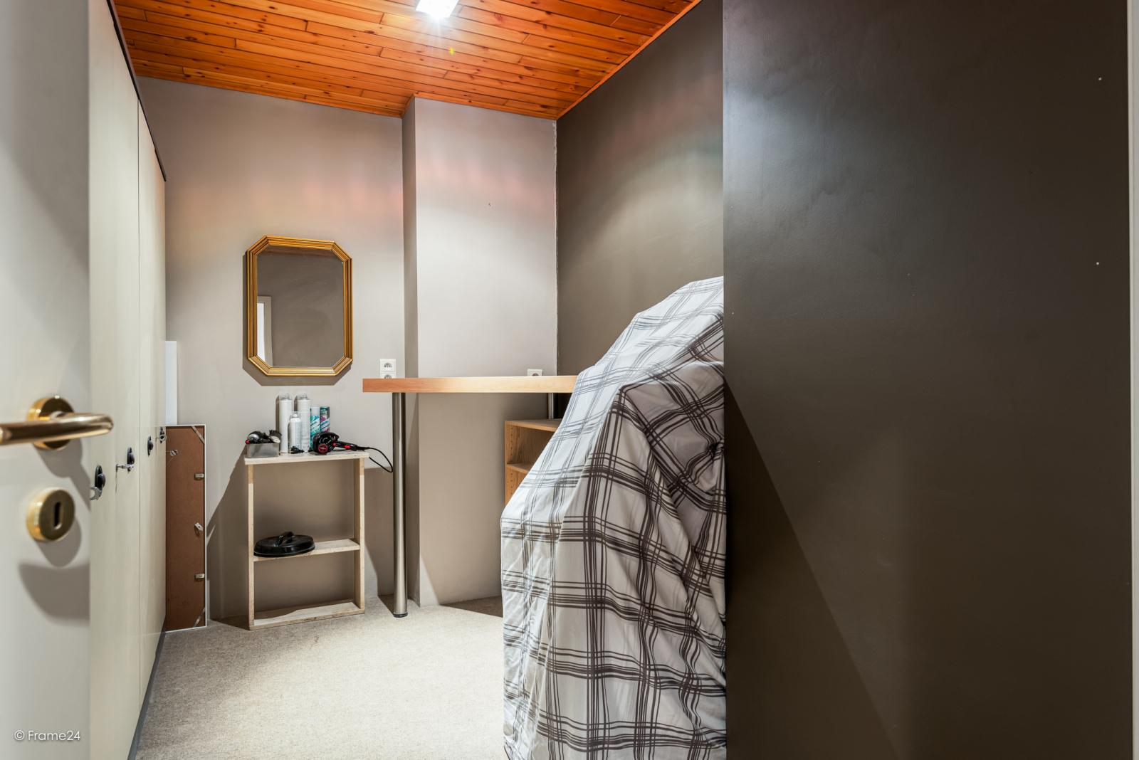 Zeer verzorgde halfopen woning met 4 slaapkamers en gelegen op een hoekperceel van 457 m²! afbeelding 16