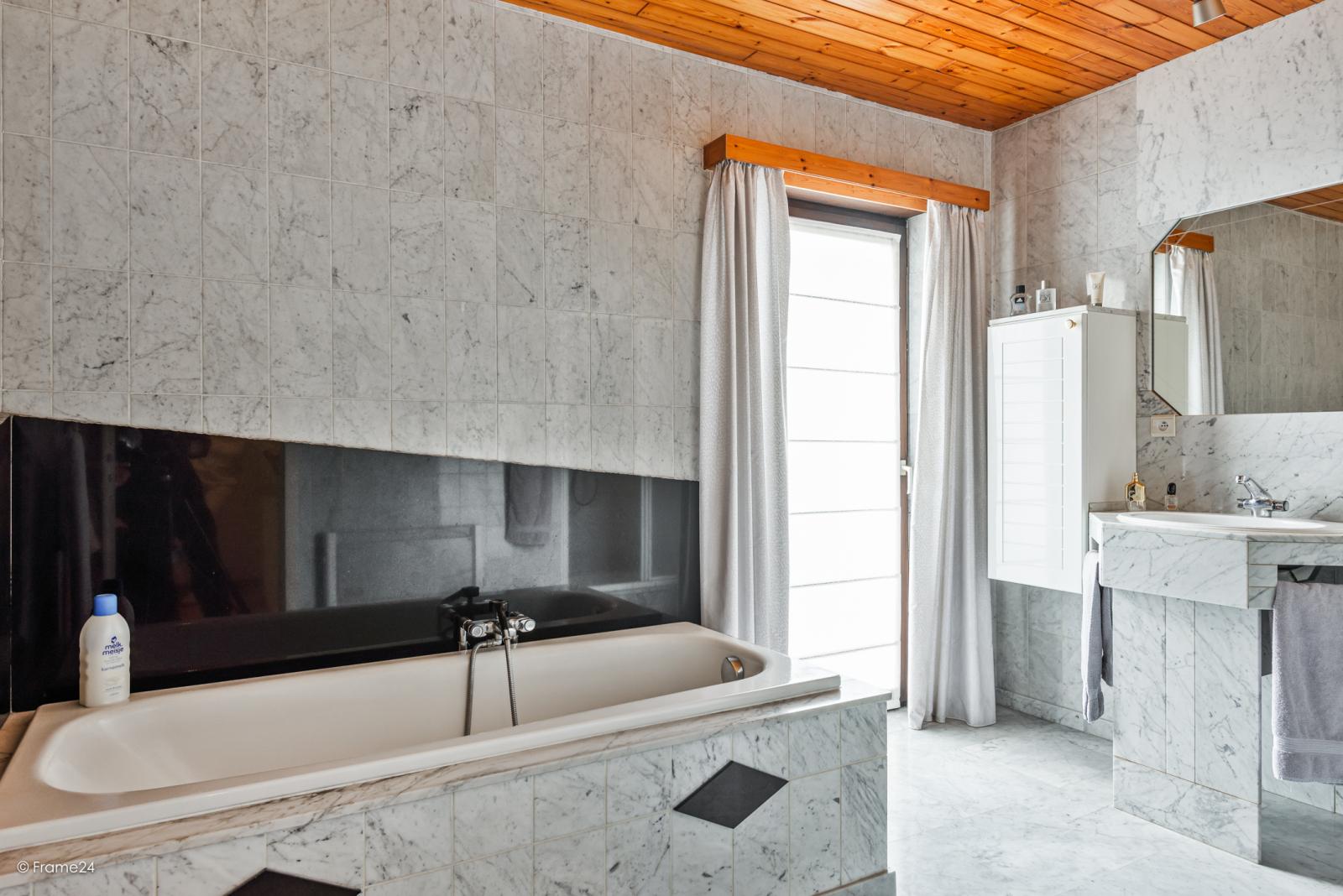 Zeer verzorgde halfopen woning met 4 slaapkamers en gelegen op een hoekperceel van 457 m²! afbeelding 19