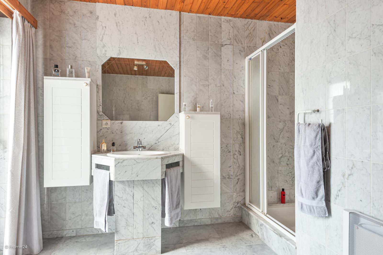 Zeer verzorgde halfopen woning met 4 slaapkamers en gelegen op een hoekperceel van 457 m²! afbeelding 18