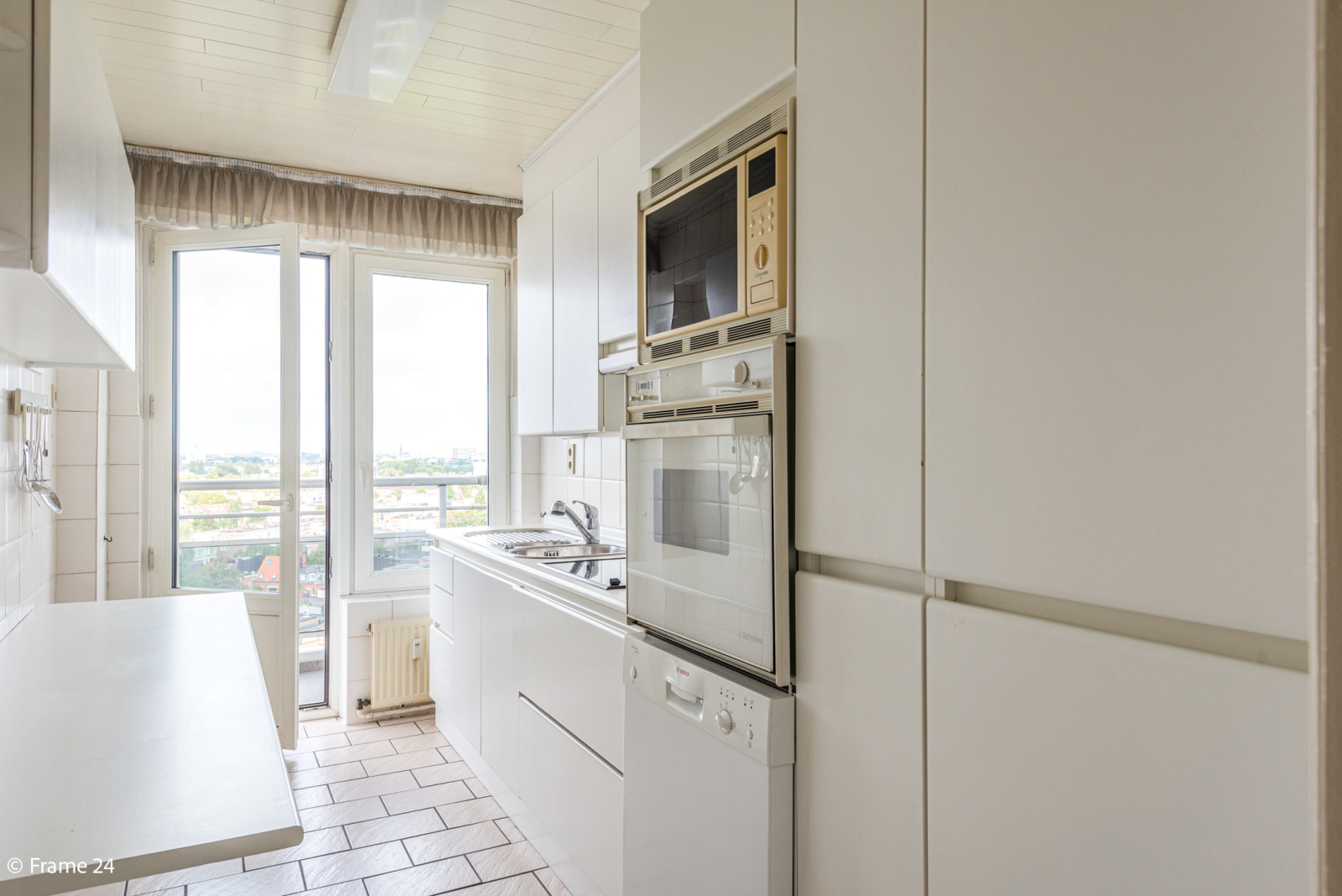 Appartement met 3 slaapkamers op gunstige locatie in Berchem. afbeelding 7