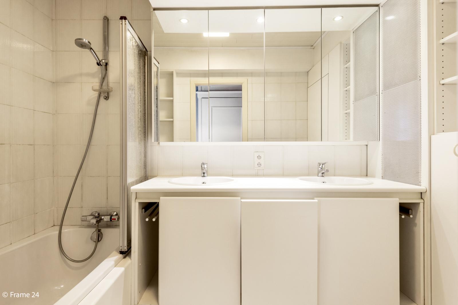Appartement met 3 slaapkamers op gunstige locatie in Berchem. afbeelding 10